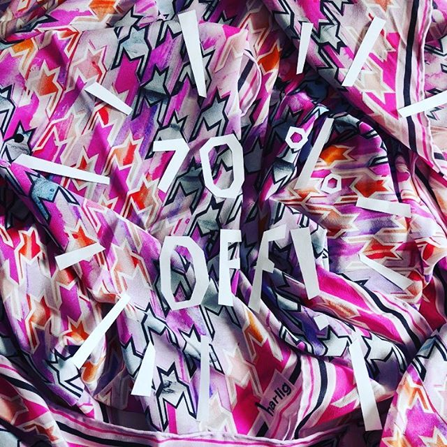 Our MEGA sample sale ends tomorrow! 50-70% off with limited stock! Check it out now, link in bio 💻 #GoGiftYouself #HarligLife HarligHappenings. . . #samplesale #sale #fashion #accessories #summer #fblogger #discount #happy #slowfashion #gift #present #independentdesigner #silkscarf #love #fashion #pattern #style