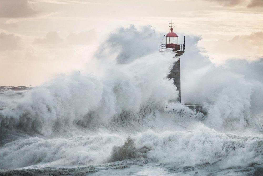 lighthouse-waves-spray-storm.jpg