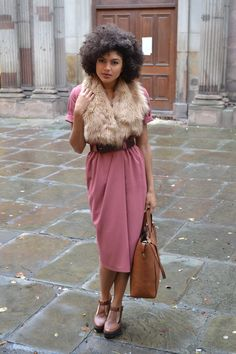3. Nothing beats a belted dress for an effortless vintage look. This blogger paired her dress with neutral brown accessories and a fur vest. Let's hope it's faux fur!