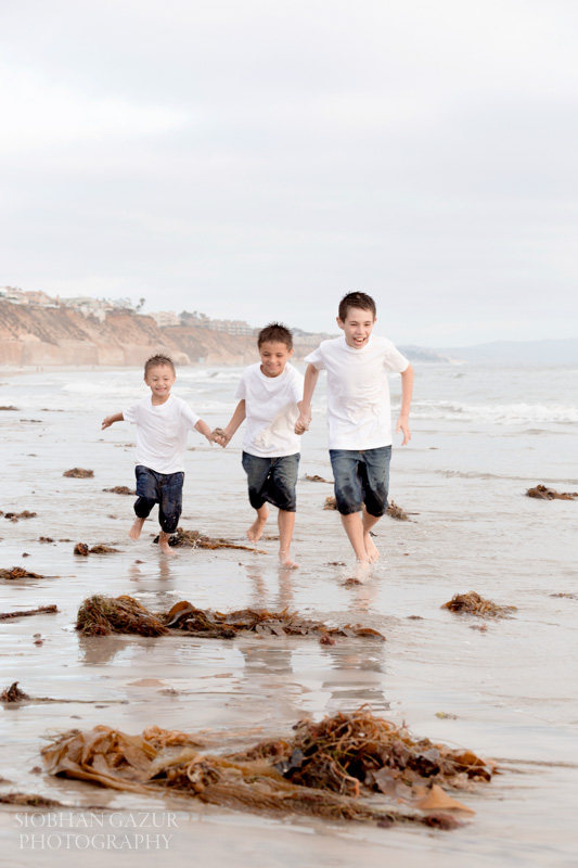 San Diego Family Photography in La Jolla and Solana Beach Photo Session,Boys Running.