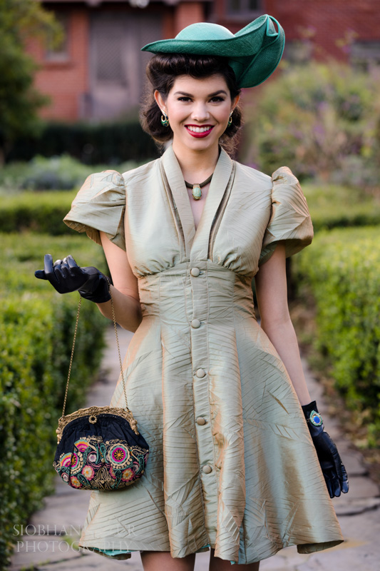 woman-with-a-purse-portrait-photography.jpg