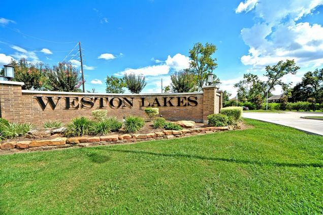 WESTON LAKES SIGN.jpg