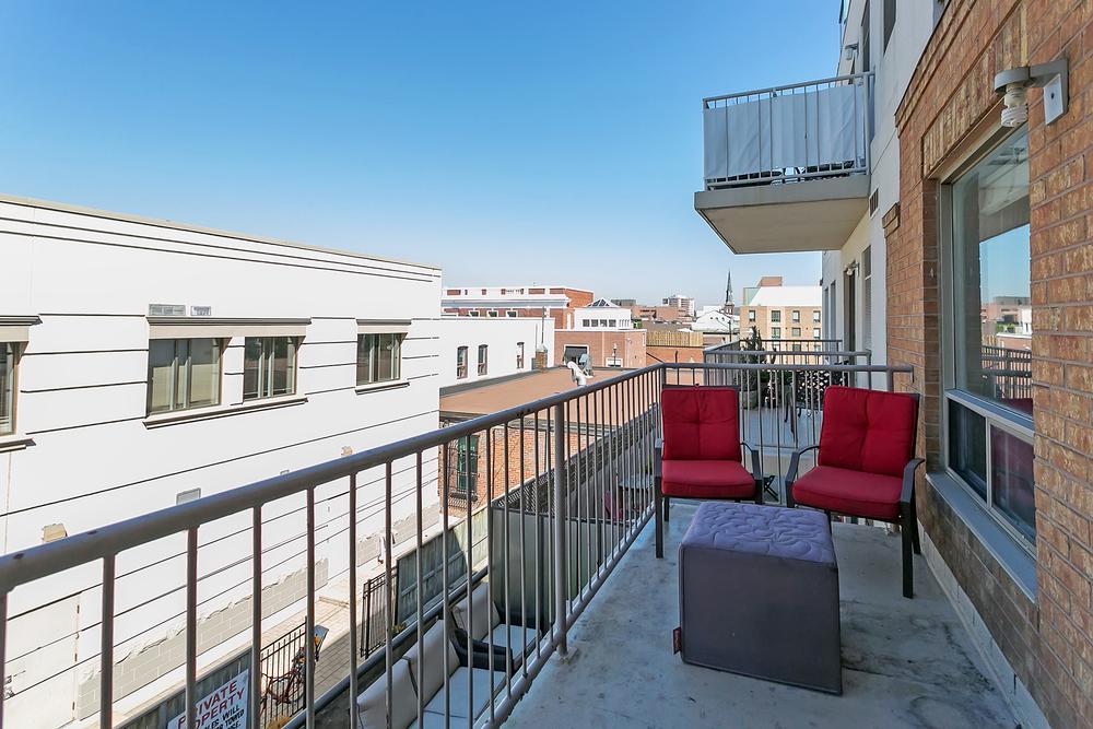 120 305-151 Robinson Balcony (16).jpg