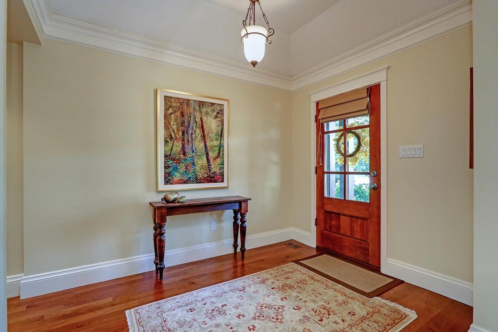 030 Oakhill  foyer (2).jpg