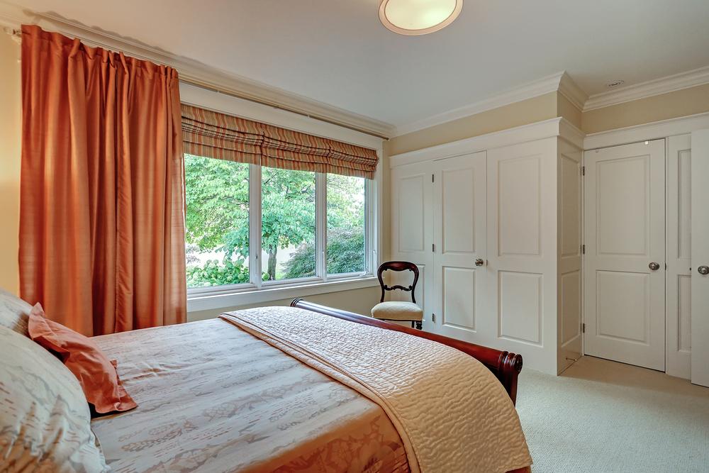 110 Oakhill bed 1 (1).jpg