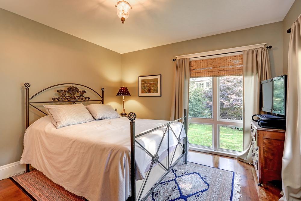 130 Oakhill bed 2 (2).jpg