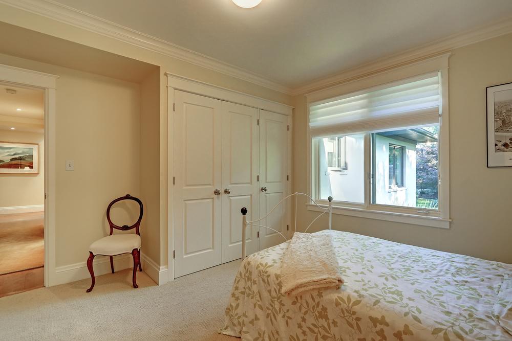 150 Oakhill bed 3 (1).jpg