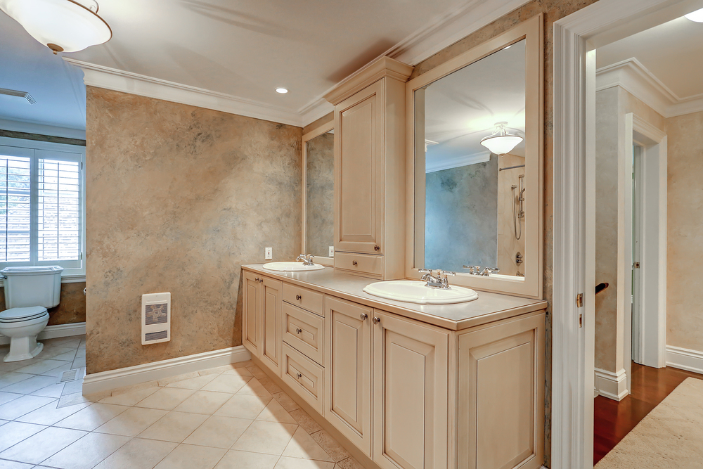 220 Bel Air_main Bath 1.jpg