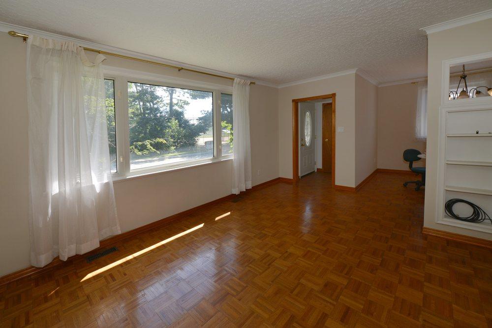 030 - 141_deane_ave - livingroom2.jpg