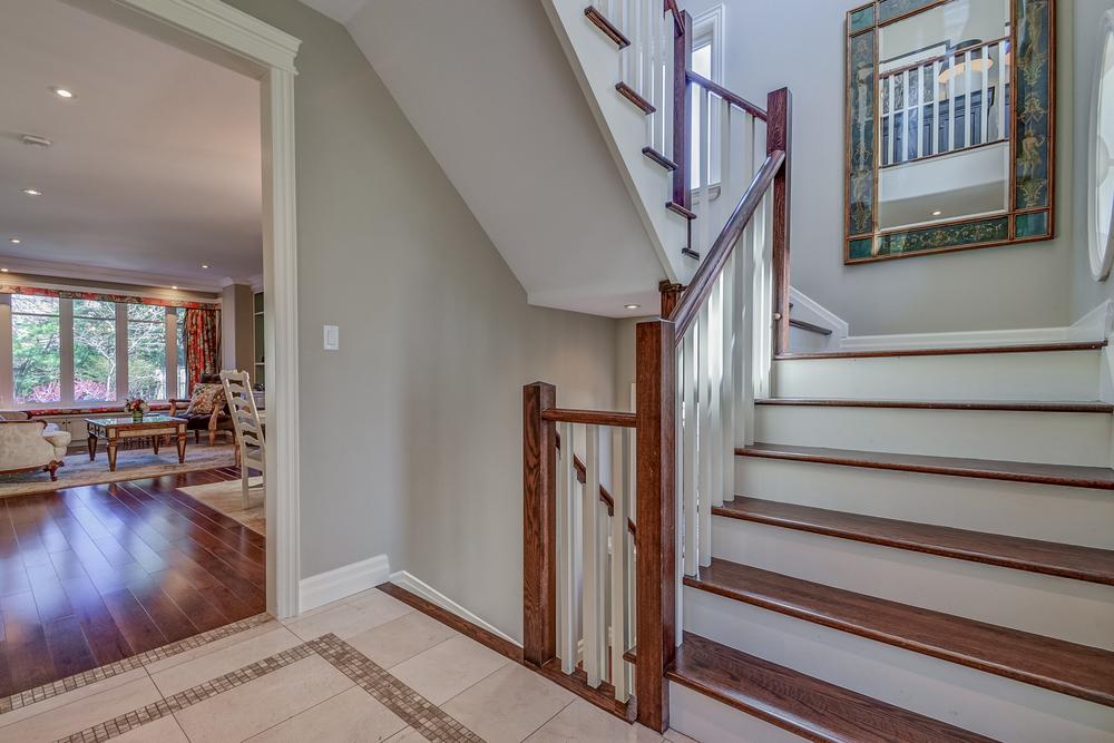 130 428 Allan St Stairs.jpg