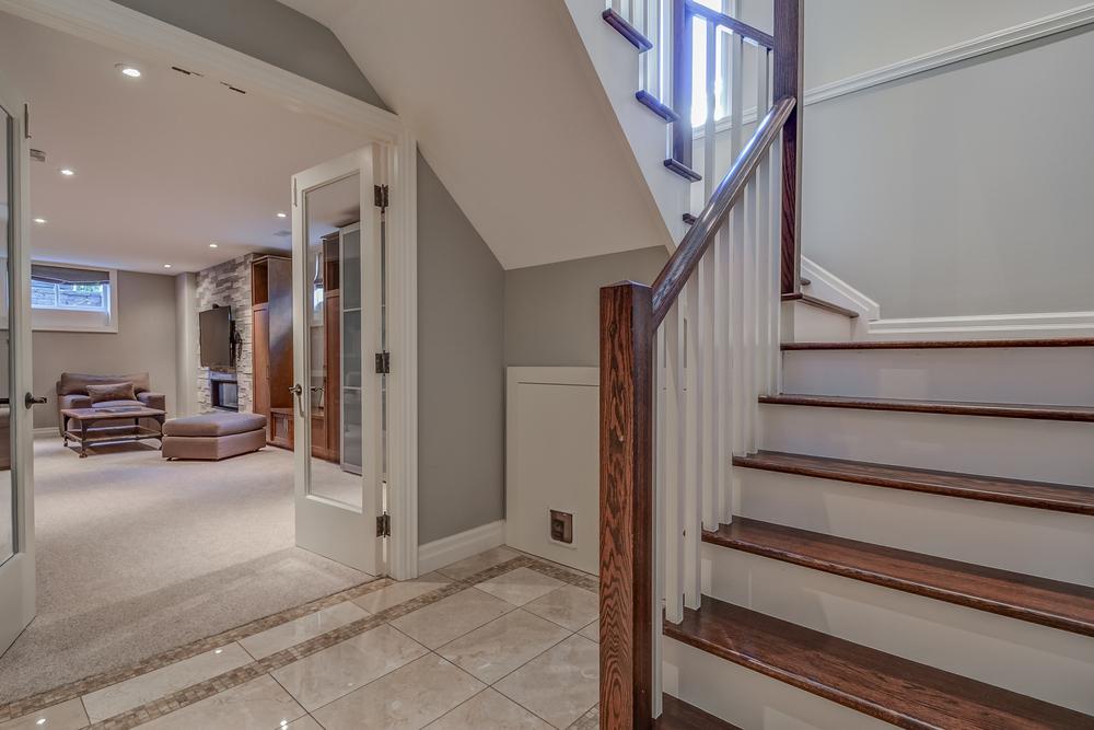 240 428 Allan St Stairs.jpg