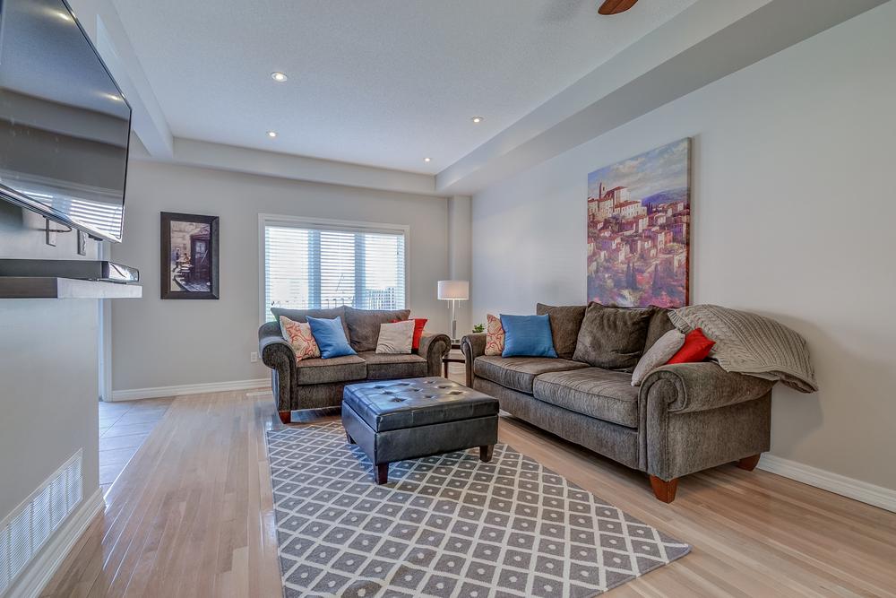 040 Living Room.jpg