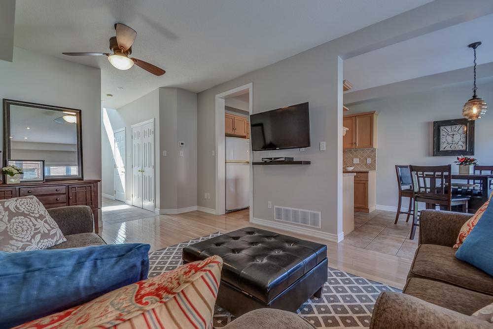 041 Living Room.jpg