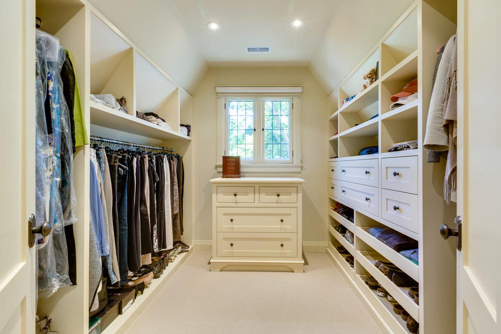 200 Walkin Closet_68A0100.jpg