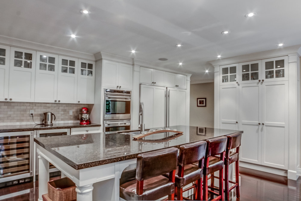 090 Kitchen.jpeg