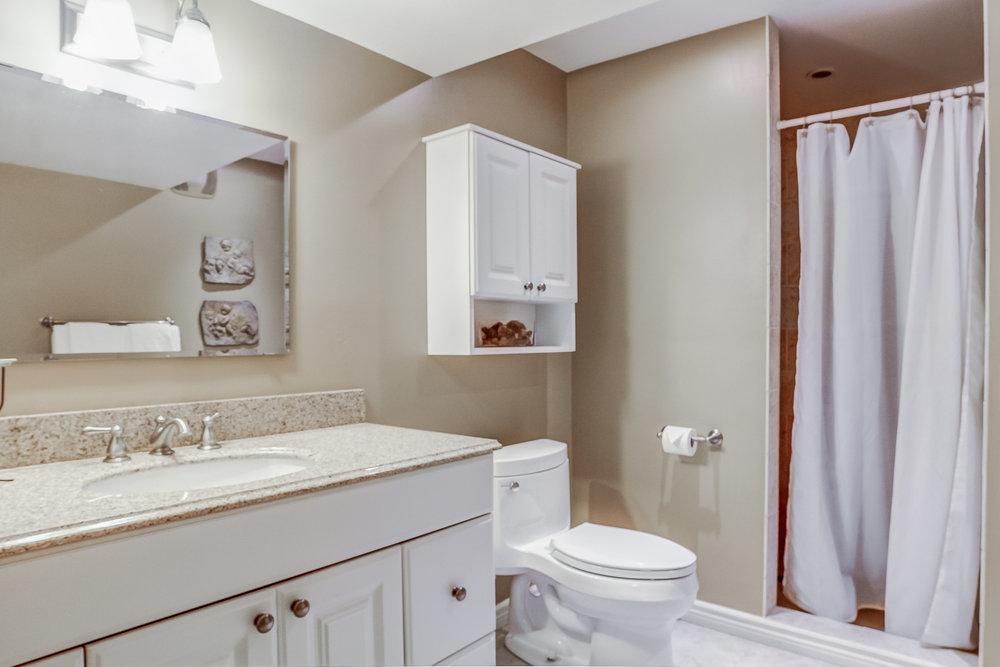 252 Bathroom.jpeg