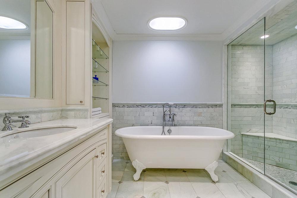 320 Main Bath 1327 Cedarbrae Dr 085.jpg