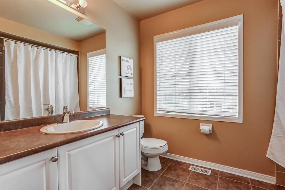 190 Bathroom Capri Crescent.jpg