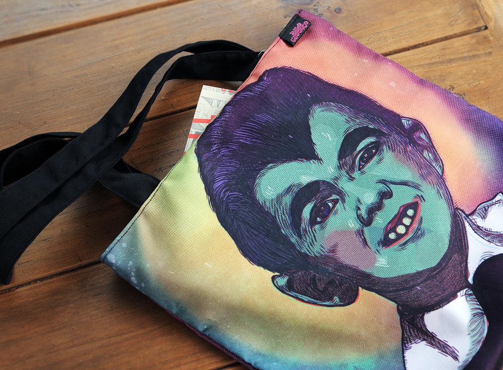 Bolso 'EDDIE MUNSTER'  Material: DRILL TEC. SUBLIMADO + forro negro Precio: 60 soles AGOTADO