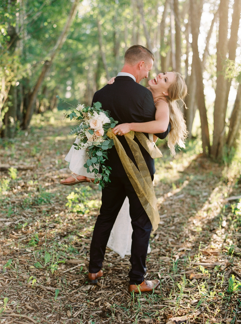 calgary wedding photographers | willow lane barn | barn wedding | alberta wedding photographer | fine art film photography | neutral color palette