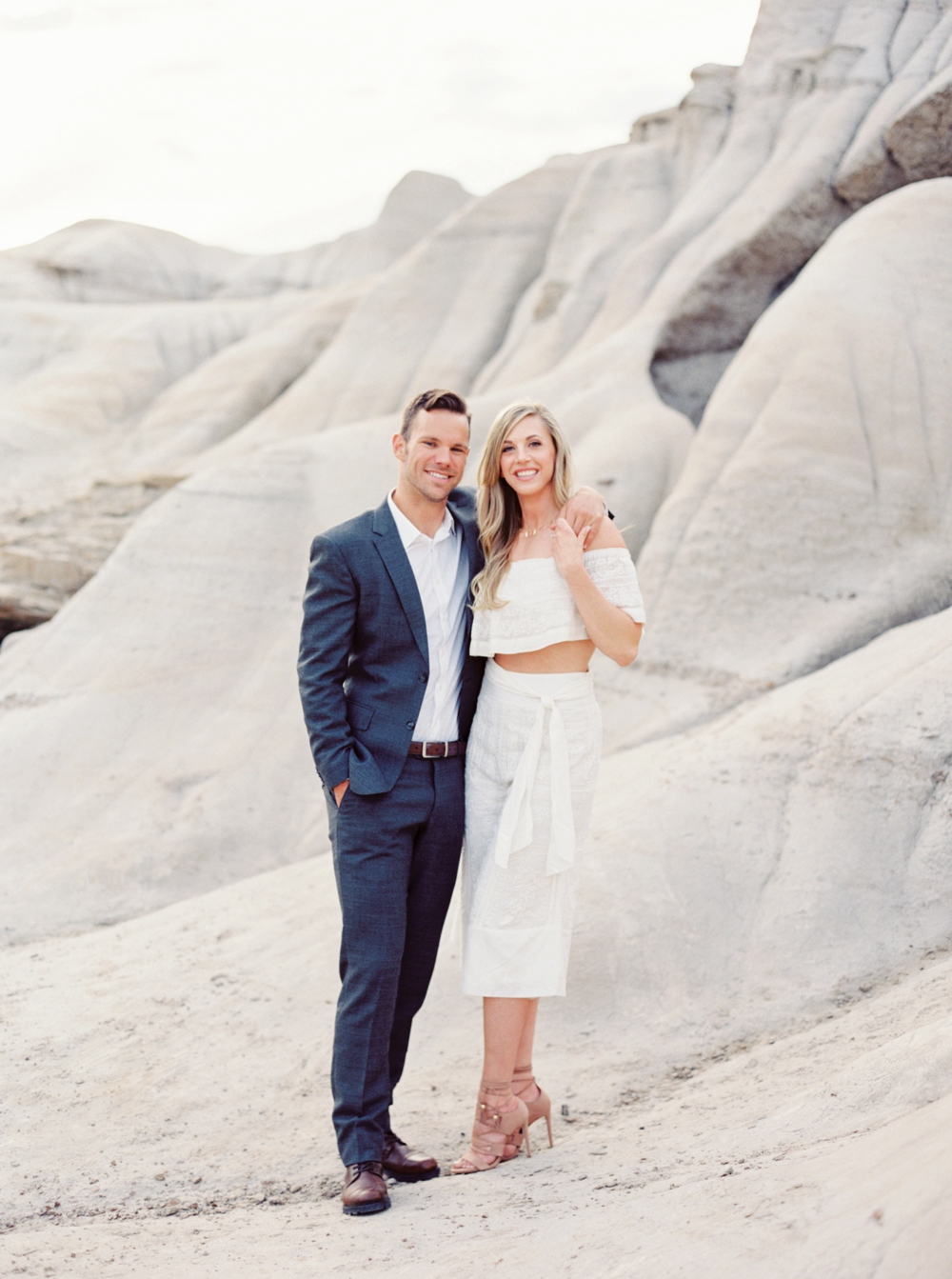Badlands Drumheller Engagement Session | Calgary Wedding Photographers | boho engagement photography | styled engagement photos | Banff | Canmore