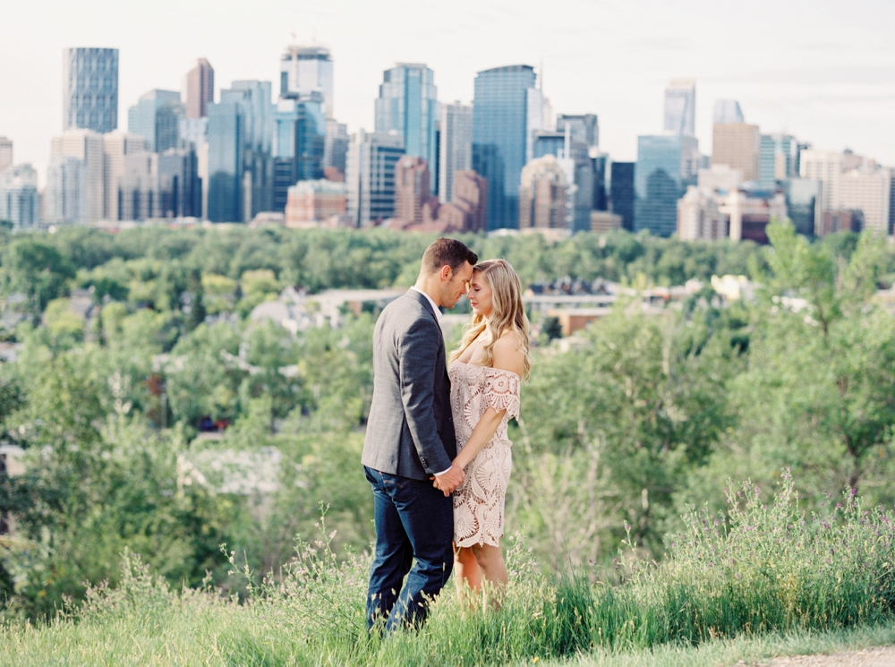 Badlands Drumheller Engagement Session | Calgary Wedding Photographers | boho engagement photography | styled engagement photos | Banff | Canmore | Calgary skyline