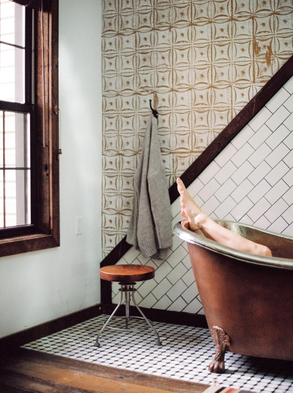 Fashion Blogger | Bath Tub Photos | Fashion Photographer New York City | Urban Cowboy Bnb Treehouse