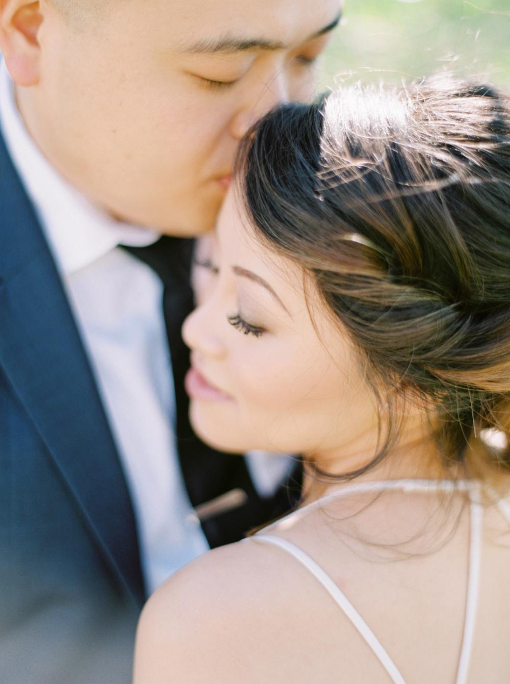 Bride and groom portraits | BHLDN wedding dress | Justine milton fine art wedding photographers | calgary wedding at the lake house