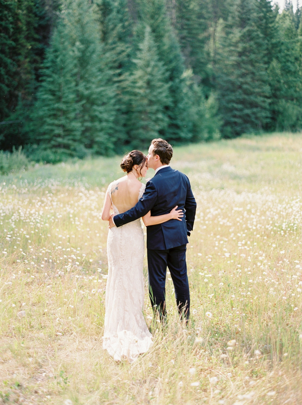 bride and groom photos | Banff springs wedding photographers | fairmont banff rocky mountain wedding | Justine Milton fine art film Photography
