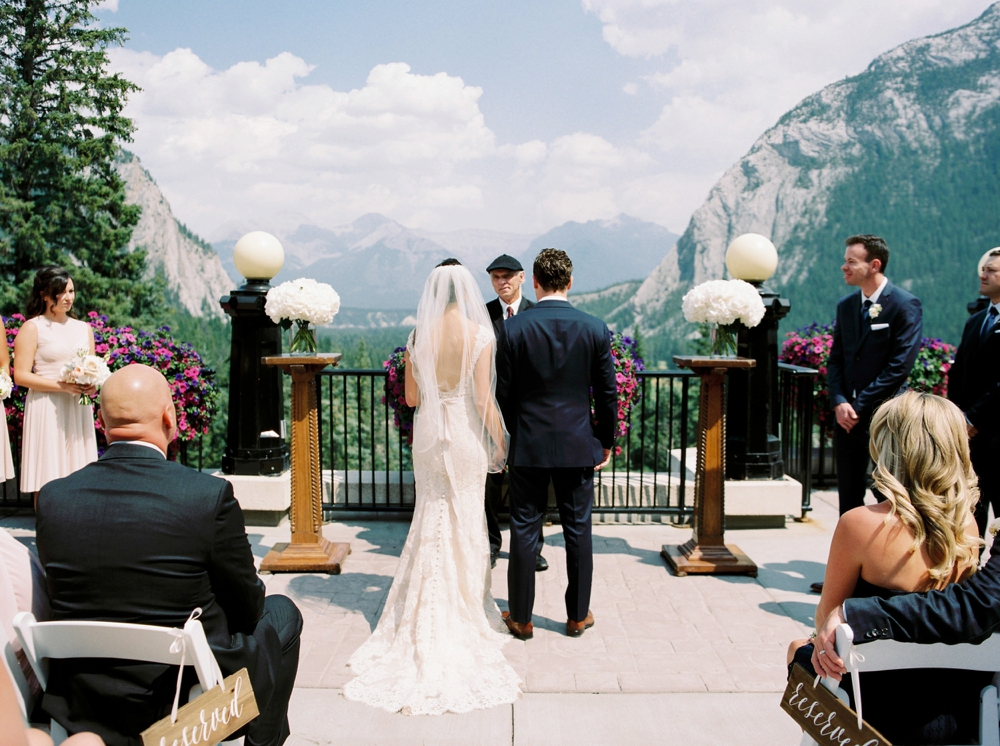 outdoor wedding ceremony | Banff springs wedding photographers | fairmont banff rocky mountain wedding | Justine Milton fine art film Photography