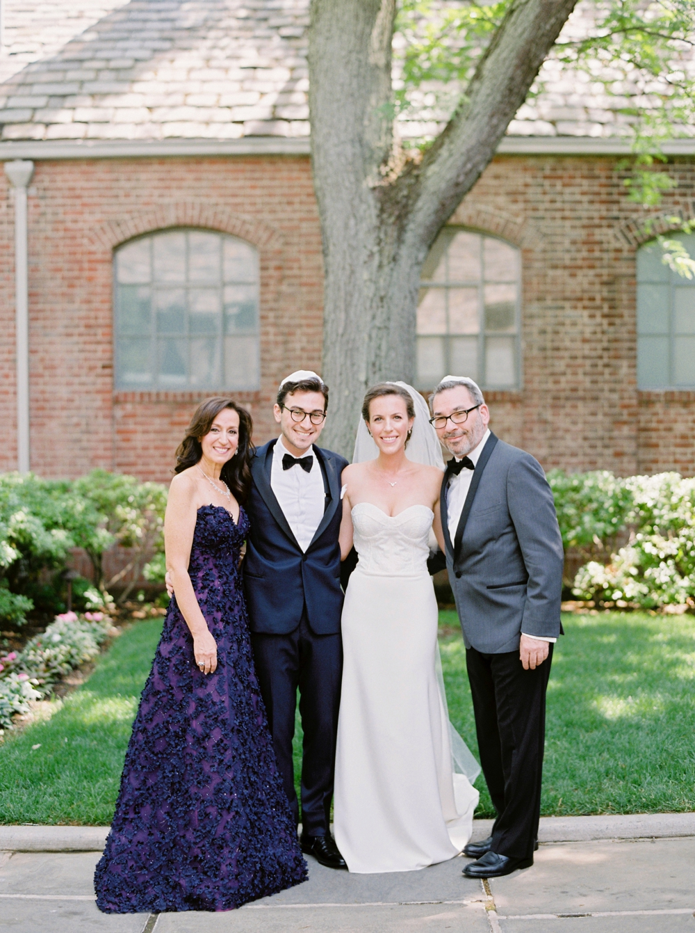 family portraits | Jewish Wedding | New York Wedding Photographers | Brooklyn Dyker Heights Golf course | Justine Milton fine art film wedding photographers