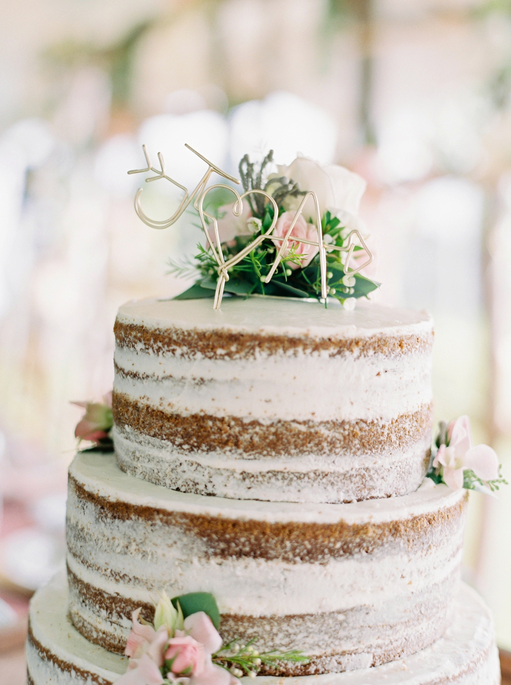 Edmonton Wedding Photographers | wedding cake Wizard Lake | Justine Milton Fine Art Film Photography