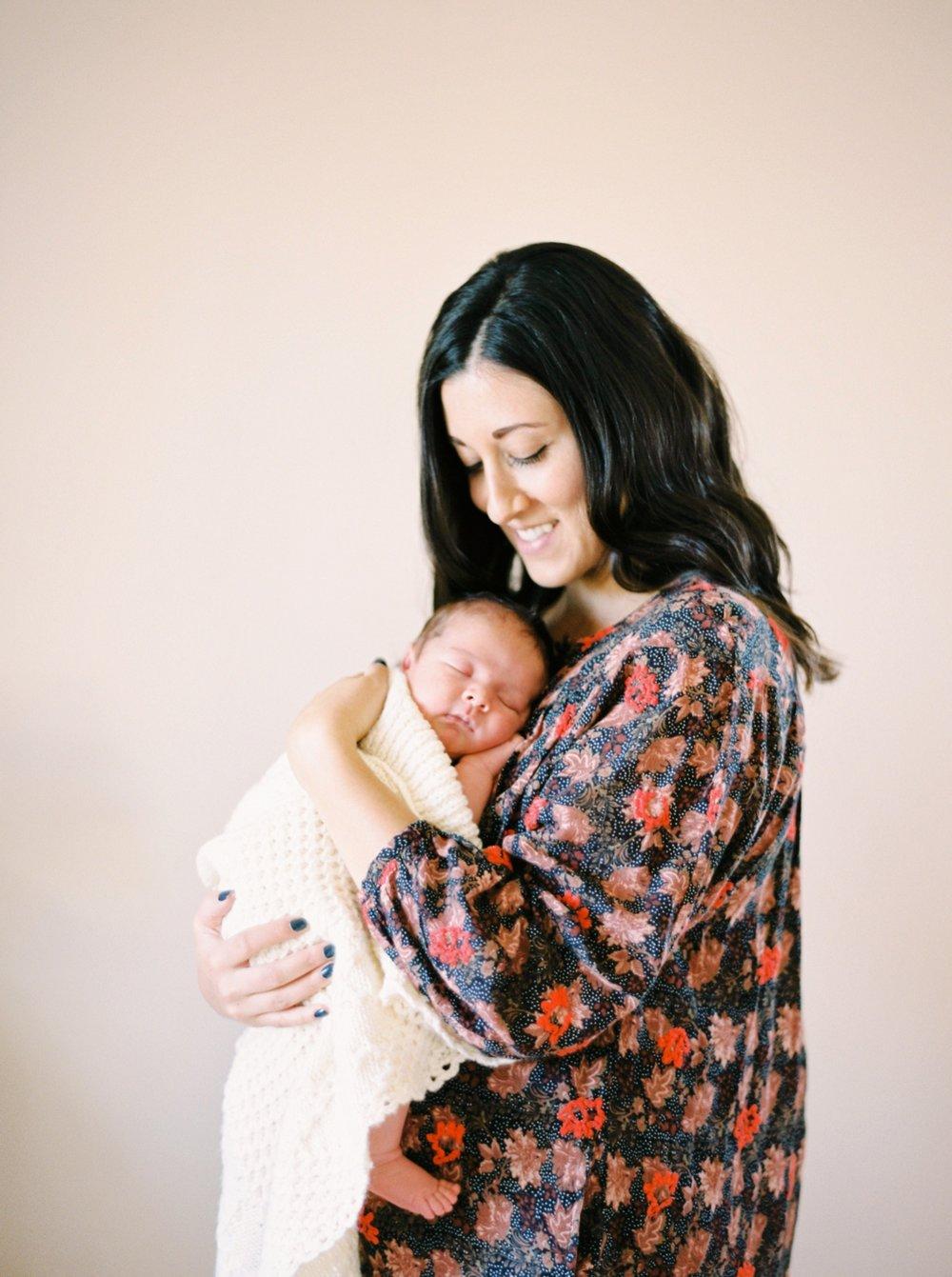 Calgary Newborn Family Photographers_0041.jpg