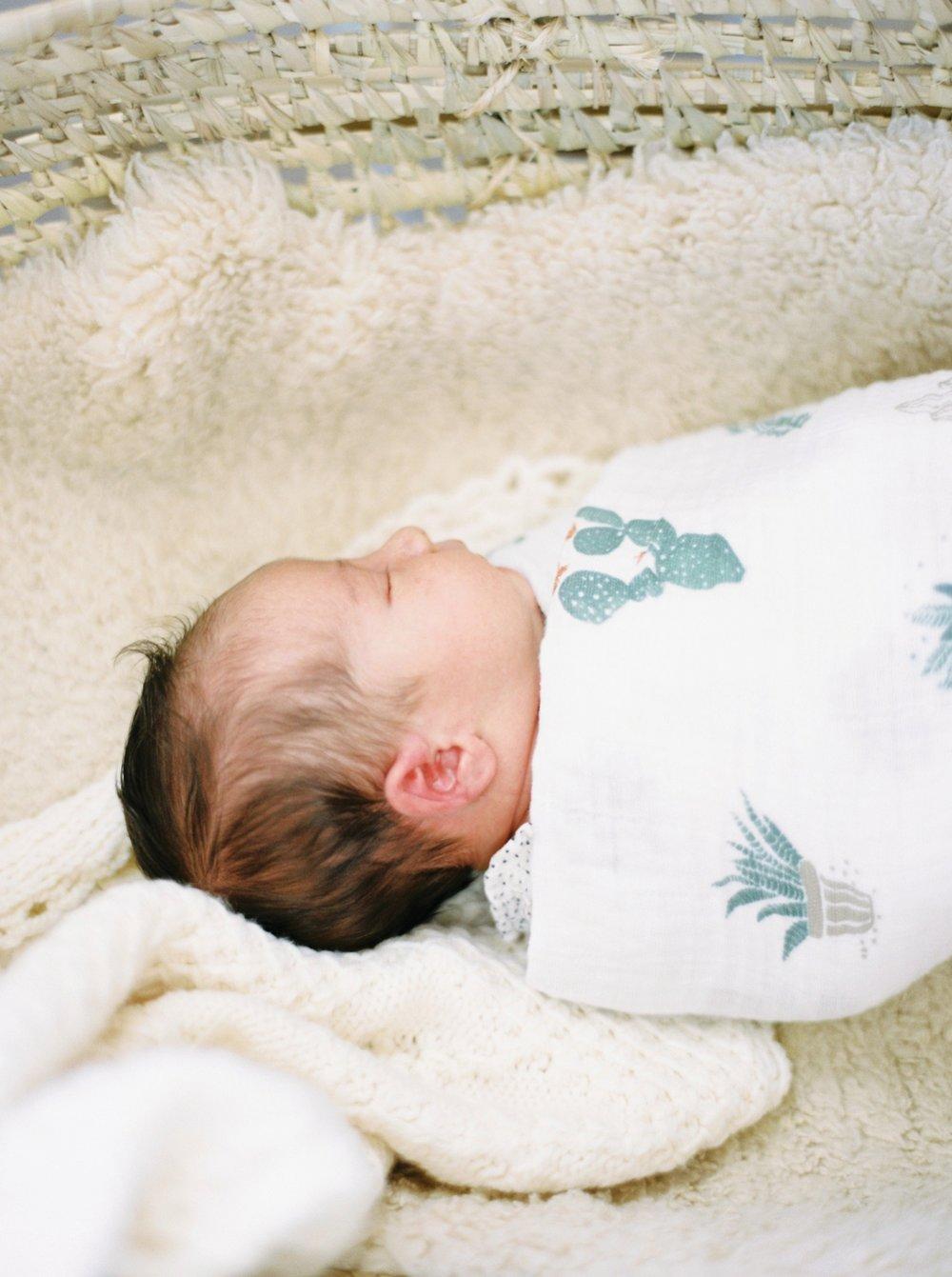 Calgary Newborn Family Photographers_0052.jpg