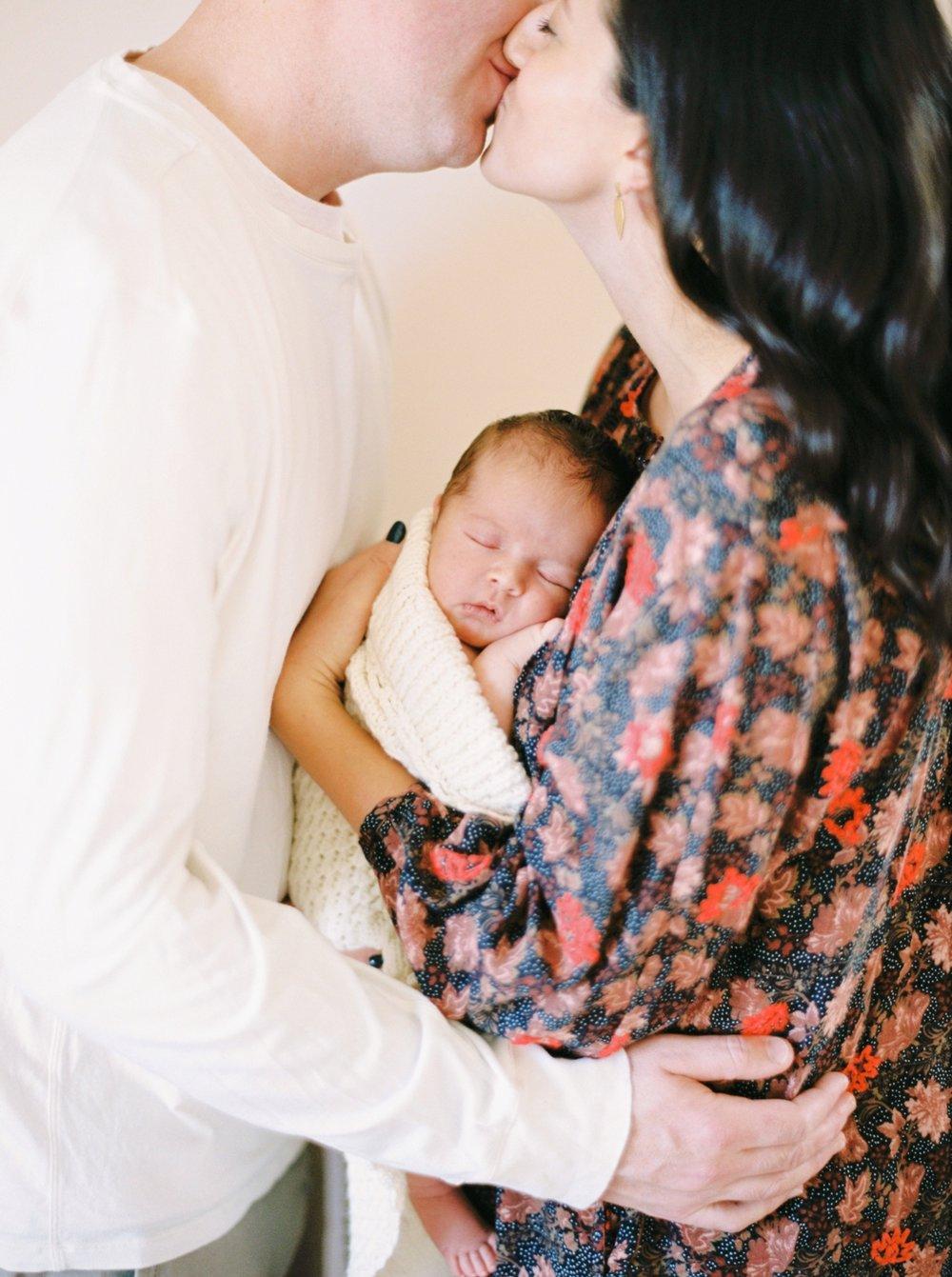 Calgary Newborn Family Photographers_0060.jpg