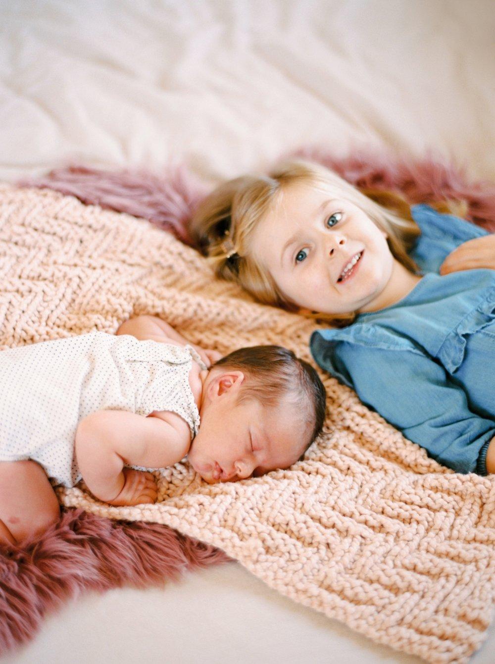 Calgary Newborn Family Photographers_0062.jpg