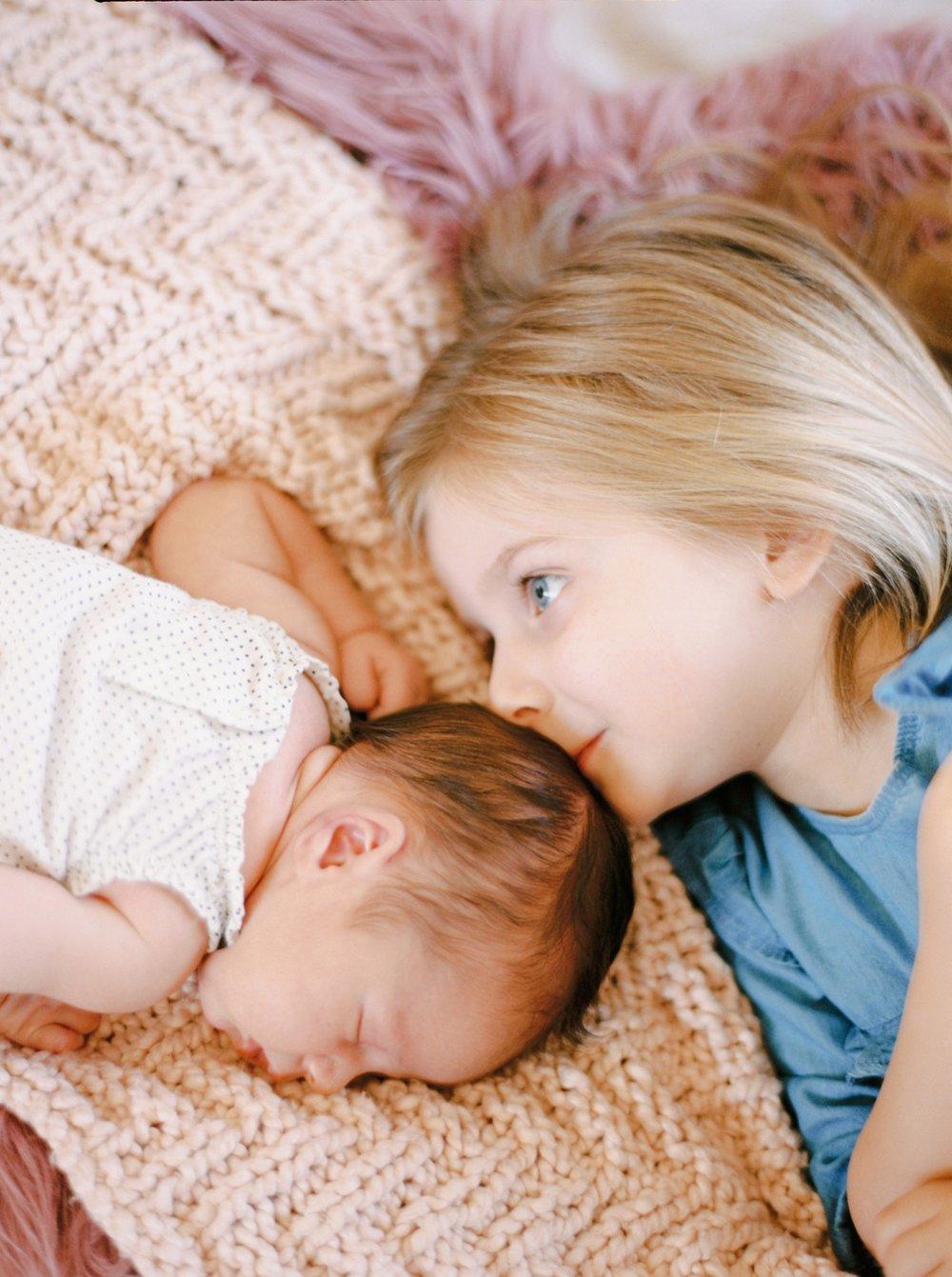 Calgary Newborn Family Photographers_0063.jpg