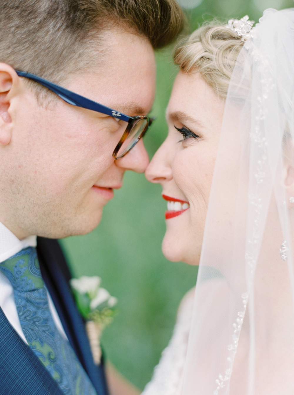 Calgary wedding photographers | The lake house wedding | Bride and groom photos | Justine Milton Photography