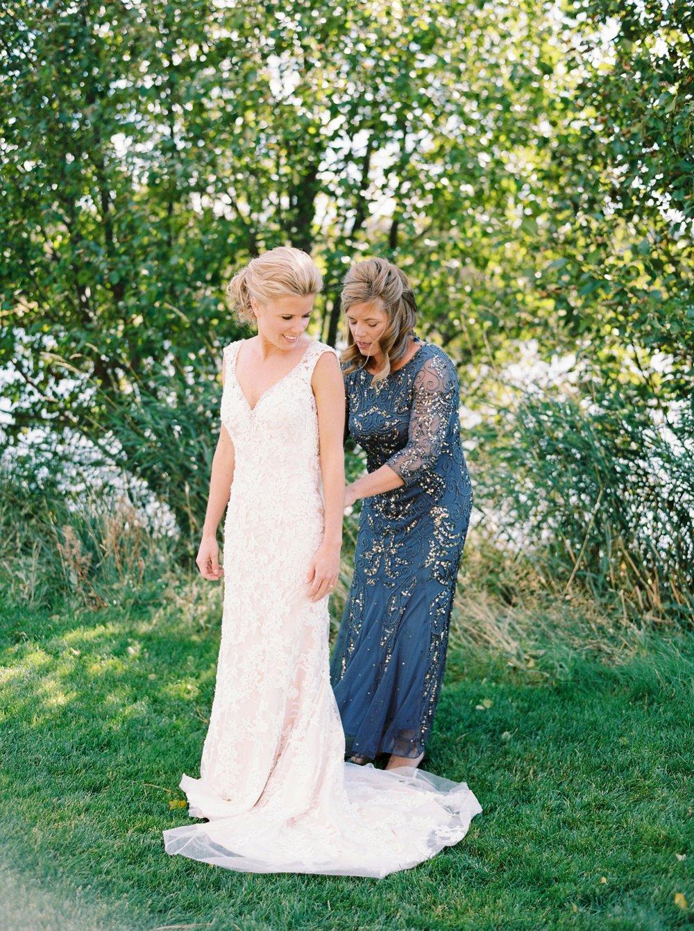 Calgary wedding photographers | oregon wedding photographers | fine art film | Justine Milton Photography | oregon wedding | wedding dress | bride portraits
