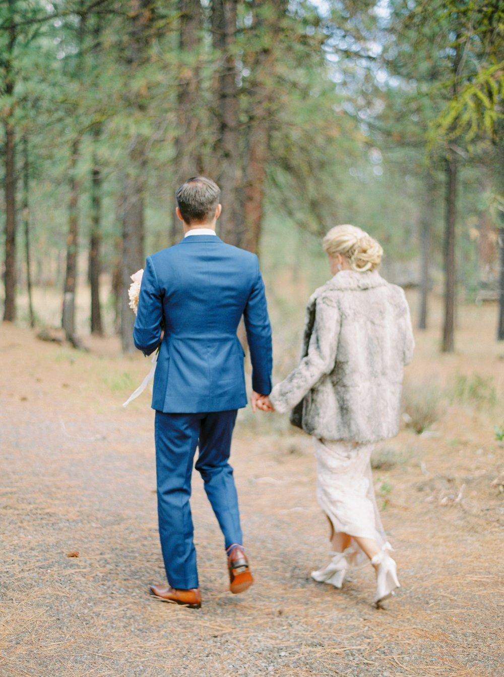 Calgary wedding photographers | oregon wedding photographers | fine art film | Justine Milton Photography | oregon wedding | bride and groom portraits | pastel bouquet