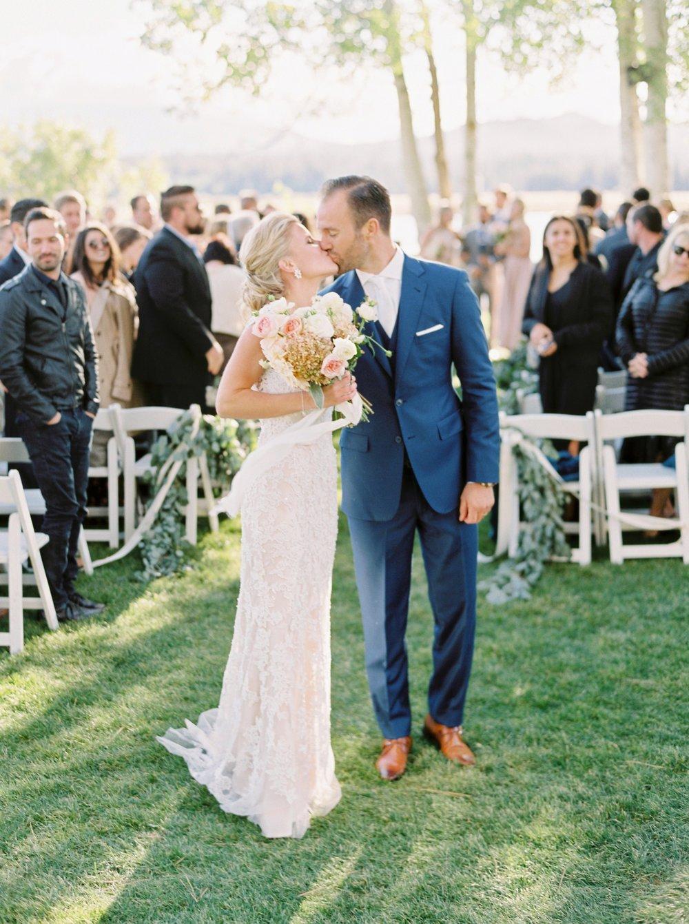 Calgary wedding photographers | oregon wedding photographers | fine art film | Justine Milton Photography | oregon wedding | wedding ceremony | bride and groom | just married