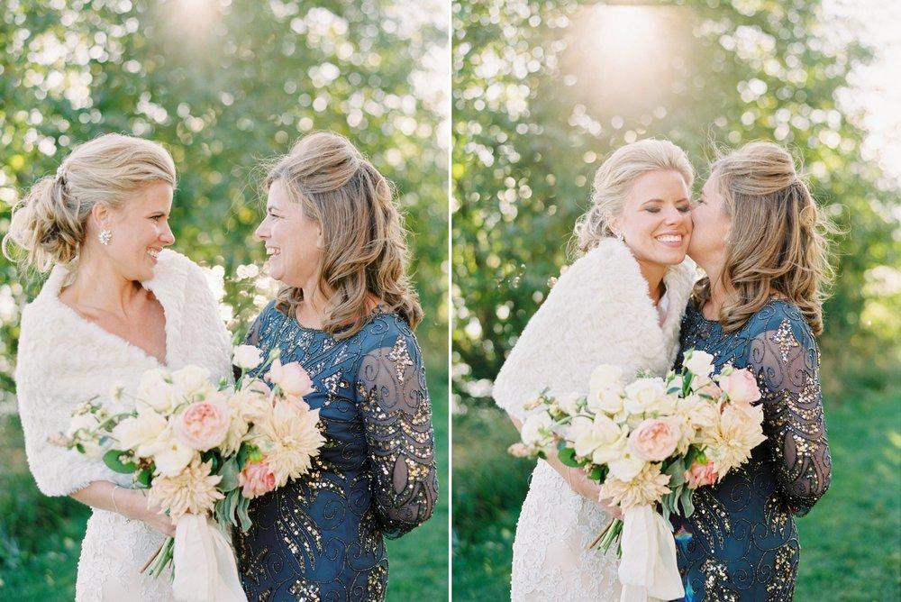 Calgary wedding photographers | oregon wedding photographers | fine art film | Justine Milton Photography | oregon wedding | bride portraits | family of the bride | pastel bouquet