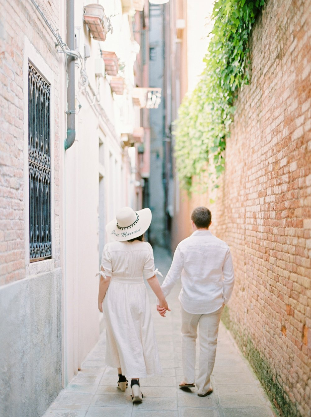 Venice italy wedding photographers | couples honeymoon session | exploring venice canals with film photographer justine milton