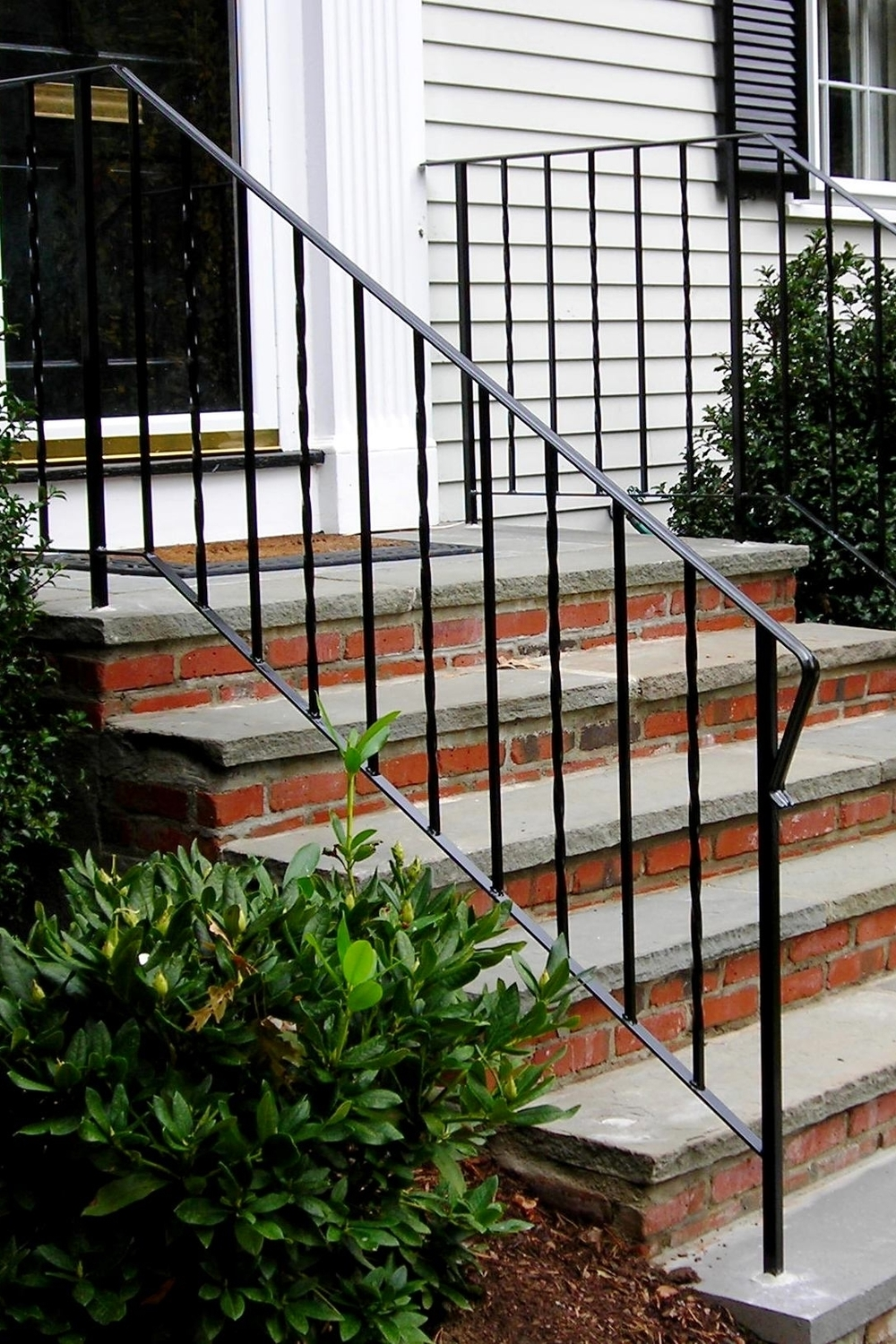 Railings with Alternating Twisted Pickets