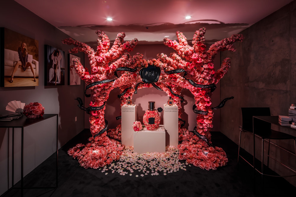Viktor & Rolf Flowerbomb photobooth backdrop