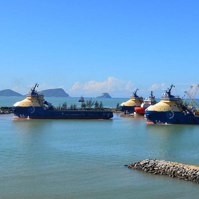 GPA designed Starway Libra entering Macae-RJ port to join her two sisters (Cygnus and Taurus) already alongside. 📷: Jacob Adrianus Blauw © The Starnav Circinus was launched on May 4th (by Syncrolift).#navalarchitecture #marineenginsering #boat #shipdesign #ship #gpadesigns #oil #supportvessel #offshore #sea #vessel