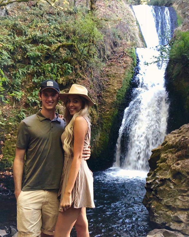 Self-timer success with my love 🏞 • • • #BridalVeilFalls #PNW #Waterfall #PDX #ColumbiaRiverGorge #Oregon #VisitOregon #Travel #Nature #BridalVeil #PacificNorthwest #Forest #OregonTrail #Portland