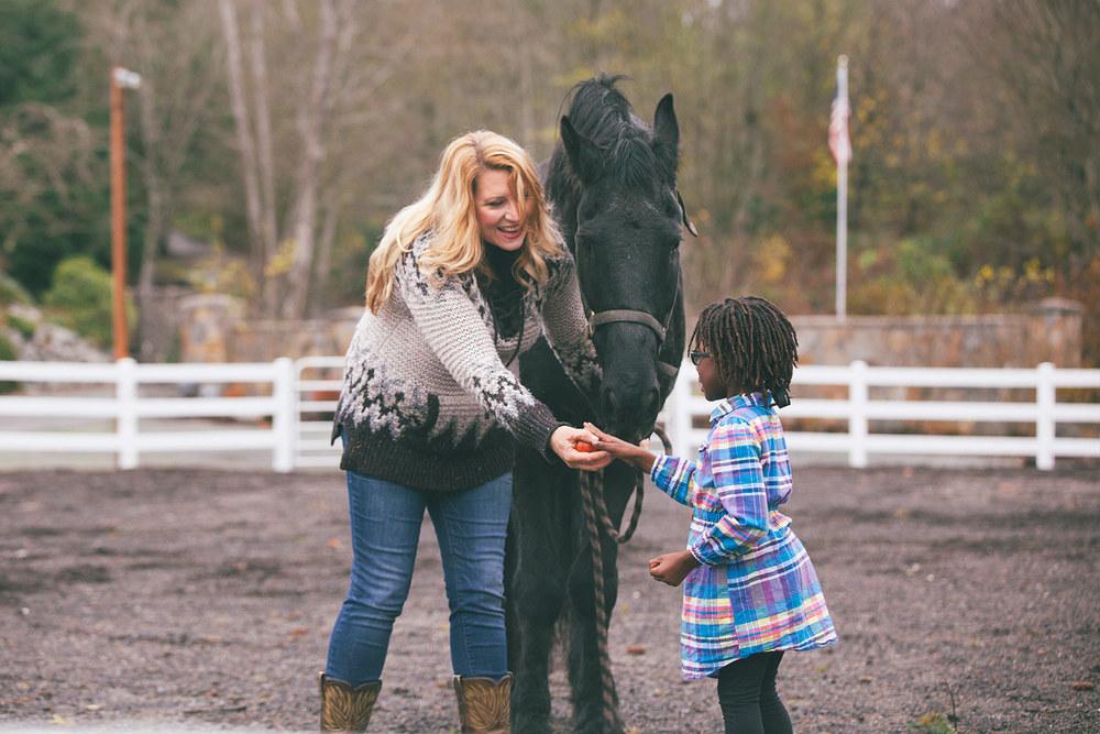 delilah-horsefeed.jpg