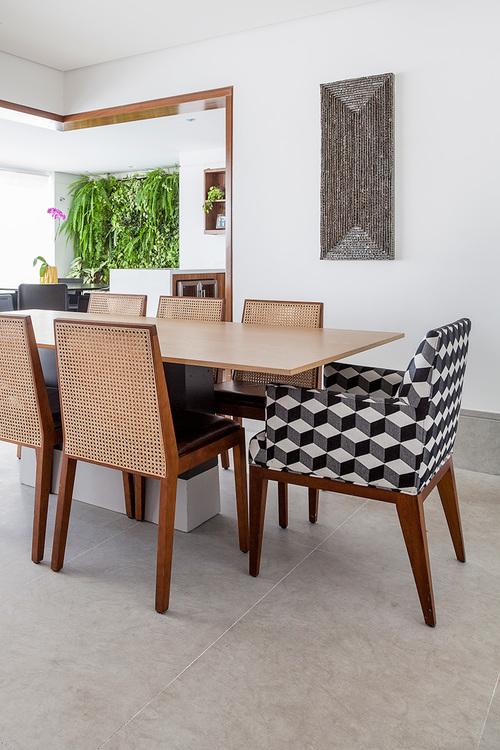mesa 2015 e cadeira 110.jpg
