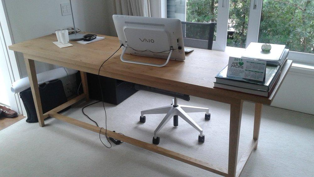 Escrivaninha em madeira carvalho de demolição.jpg
